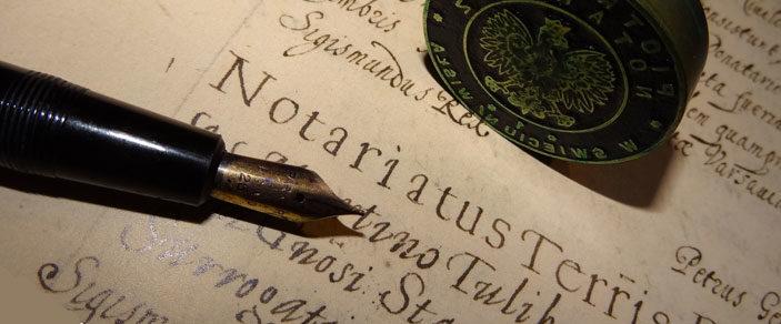 pióro i pieczęć notarialna